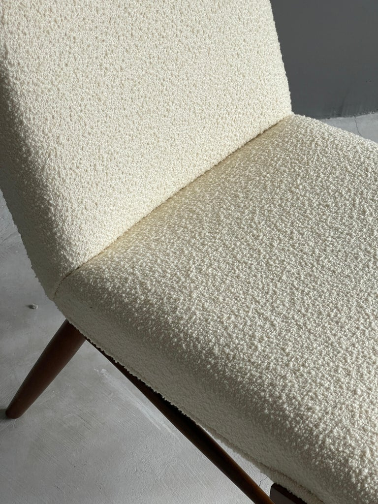 George Nakashima, Side Chair, White Bouclé, Walnut, for Widdicomb, America 1960s In Good Condition For Sale In West Palm Beach, FL
