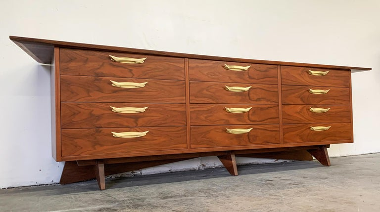 George Nakashima Walnut Sideboard Credenza, 1950s In Good Condition For Sale In Tempe, AZ
