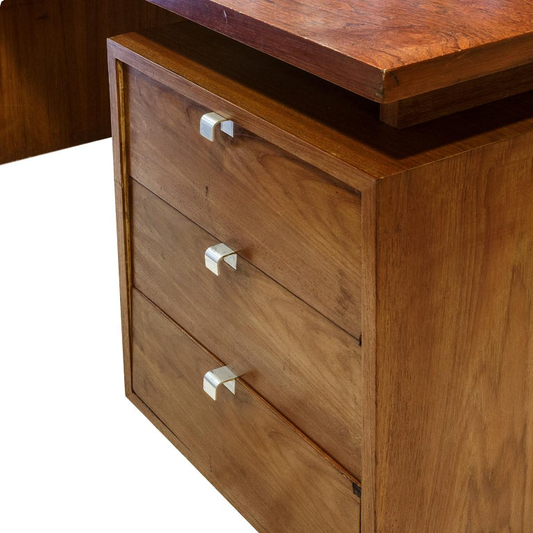 Mid-Century Modern George Nelson Desk in Rosewood from Herman Miller 1960s United States For Sale