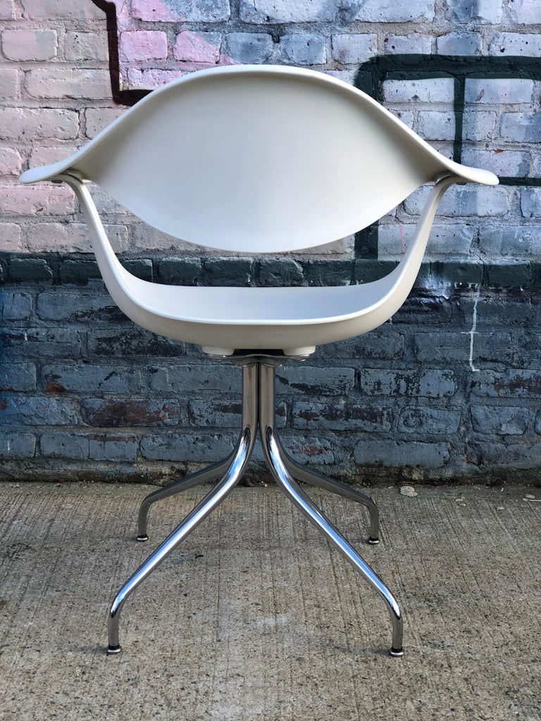George Nelson for Herman Miller Chair and Swag Leg Desk In Good Condition In Brooklyn, NY