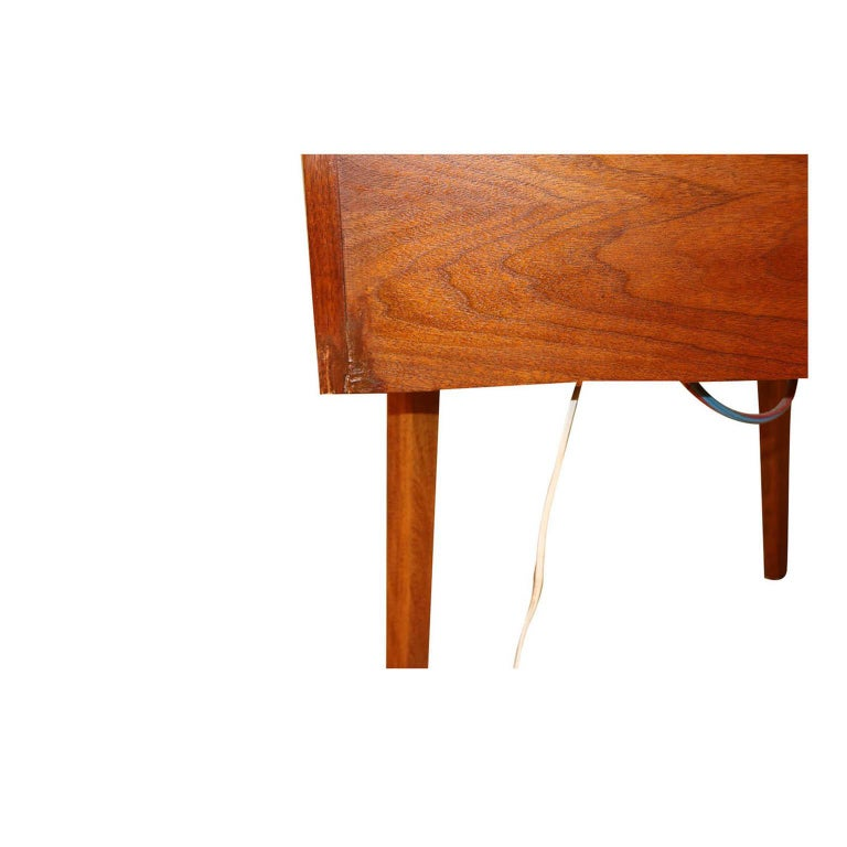 Mid-20th Century George Nelson Herman Miller Walnut Planter Lamp Table Model 4634-L For Sale