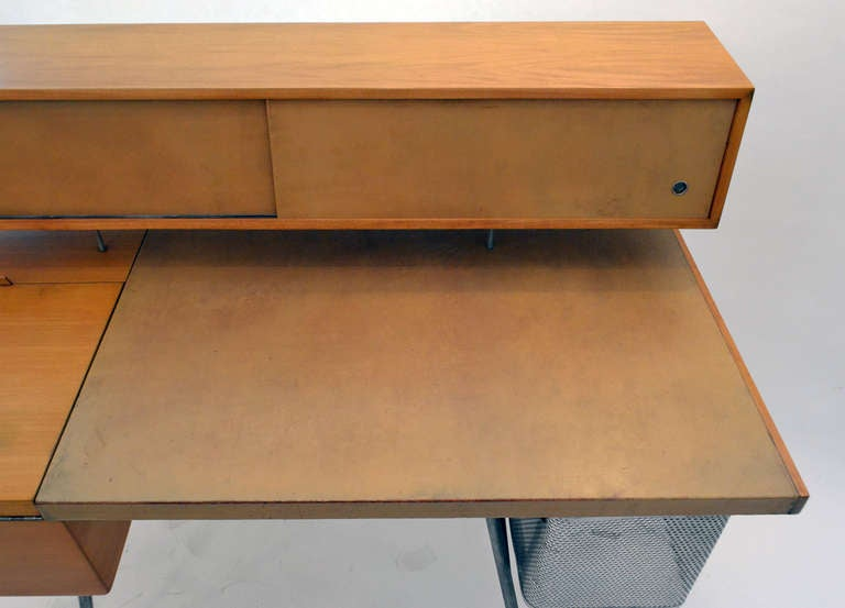George Nelson Wood and Leather Office Desk for Herman Miller, USA 1948 In Good Condition For Sale In New York, NY