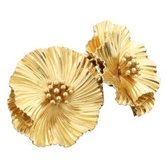 George Schuler 14 Karat Yellow Gold Vintage Designer Flower Clip-On Earrings