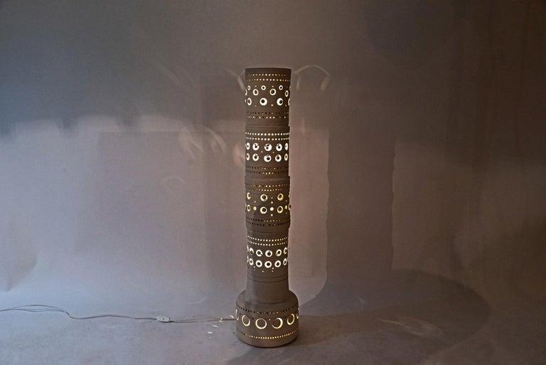 Georges Pelletier, TOTEM floor lamp,  ceramic, signed,  circa 1970, France. Measures: Height 92 cm, diameter 22 cm.