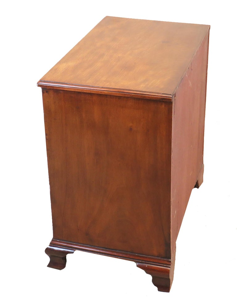 Georgian 18th Century Mahogany Kneehole Desk For Sale 1