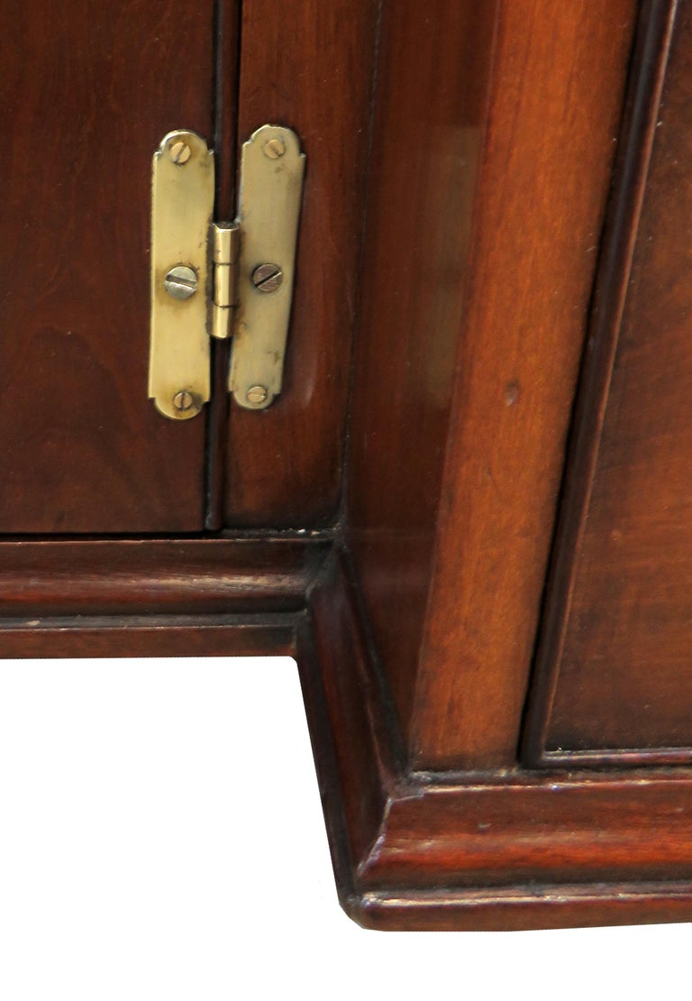 Georgian 18th Century Mahogany Kneehole Desk For Sale 2
