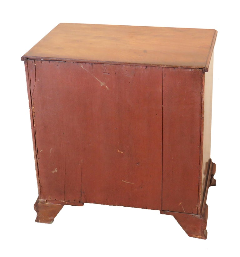 Georgian 18th Century Mahogany Kneehole Desk For Sale 4