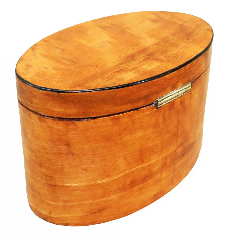 Georgian 18th Century Satinwood Oval Tea Caddy In Good Condition For Sale In Bedfordshire, GB