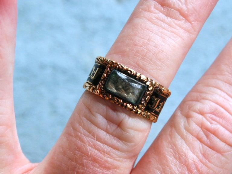 Georgian Antique 18 Karat Yellow Gold, Black Enamel, and Hair Mourning Ring For Sale 1