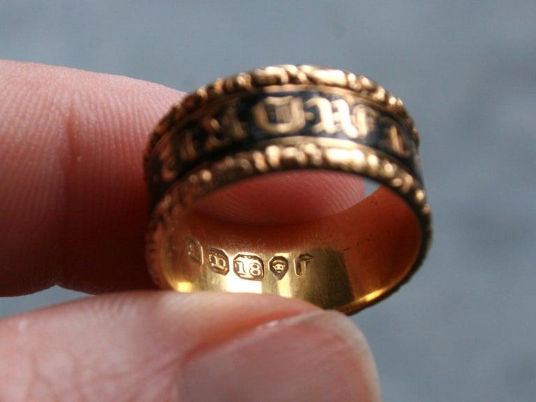 Georgian Antique 18 Karat Yellow Gold, Black Enamel, and Hair Mourning Ring For Sale 3