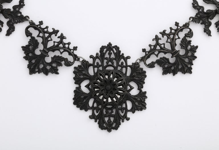 Georgian Berlin Iron Necklace c. 1800 In Good Condition In Stamford, CT