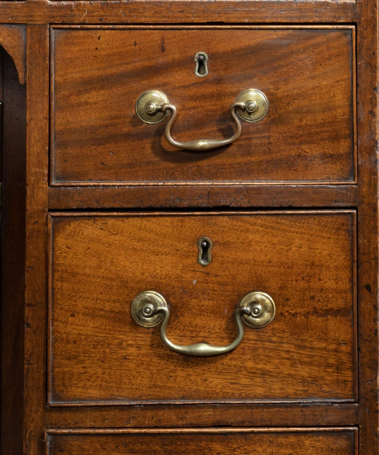 Georgian Chippendale Period Mahogany Pedestal Desk In Good Condition For Sale In London, GB