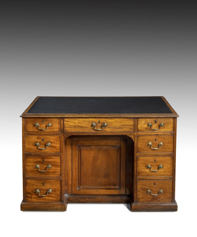 Georgian Chippendale Period Mahogany Pedestal Desk For Sale 2