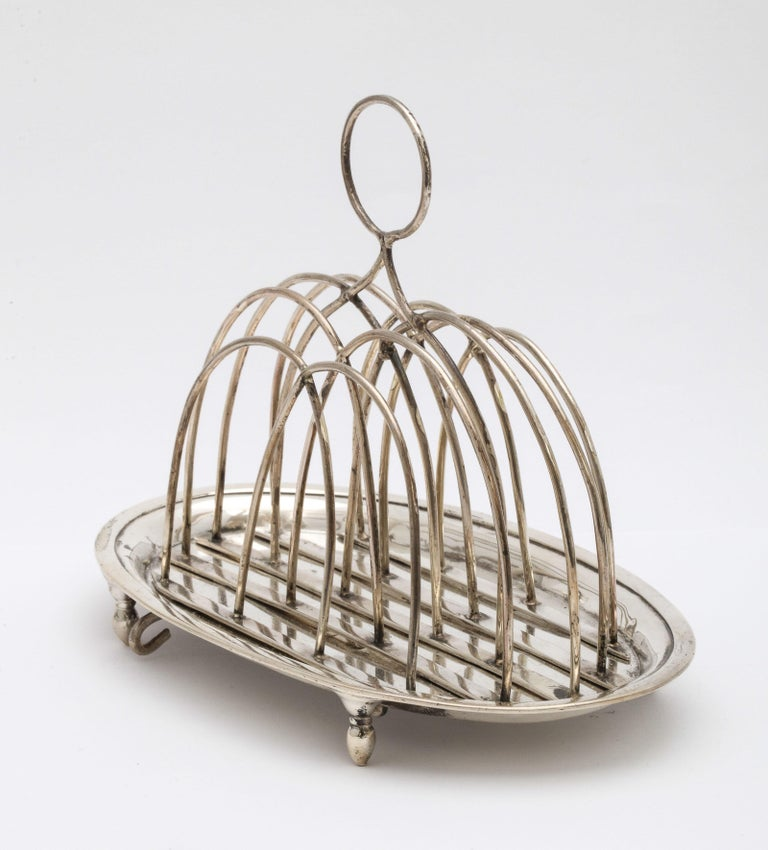 Georgian 'George III' Sterling Silver Footed Toast Rack In Good Condition For Sale In New York, NY
