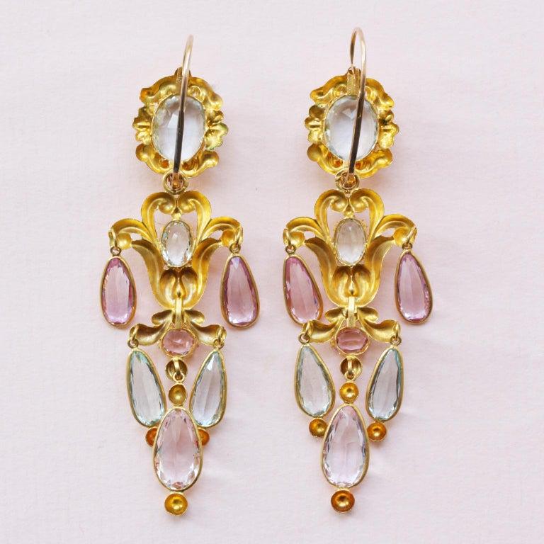 Georgian Gold Girandole Aquamarine Pink Topaz 18 Karat Gold Dangle Drop Earrings In Good Condition For Sale In Amsterdam, NL