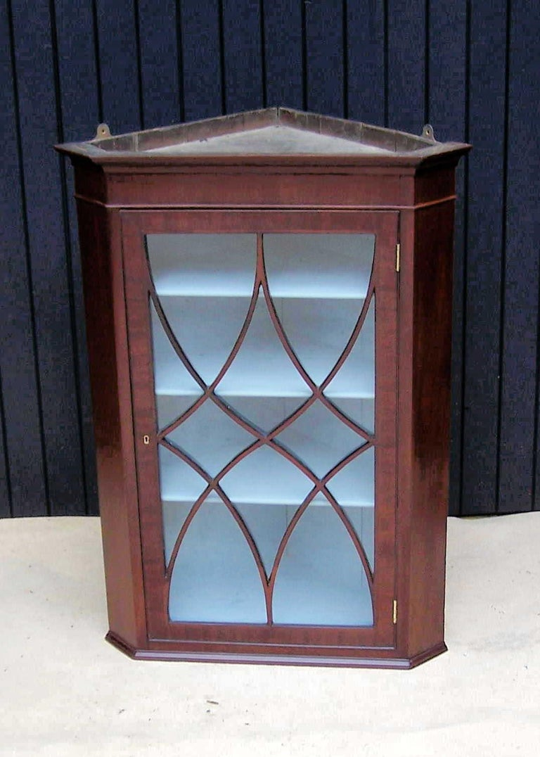 Georgian Early 19th Century Mahogany Hanging Corner Cabinet For Sale