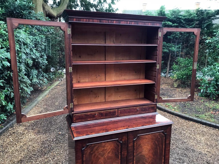 Georgian Mahogany Bookcase and Cupboard In Good Condition For Sale In Richmond, London, Surrey