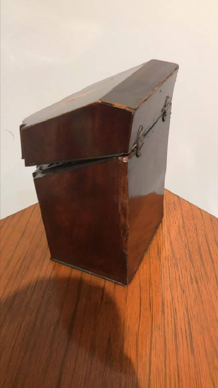 Georgian Mahogany Liqueur Box In Good Condition For Sale In Dallas, TX