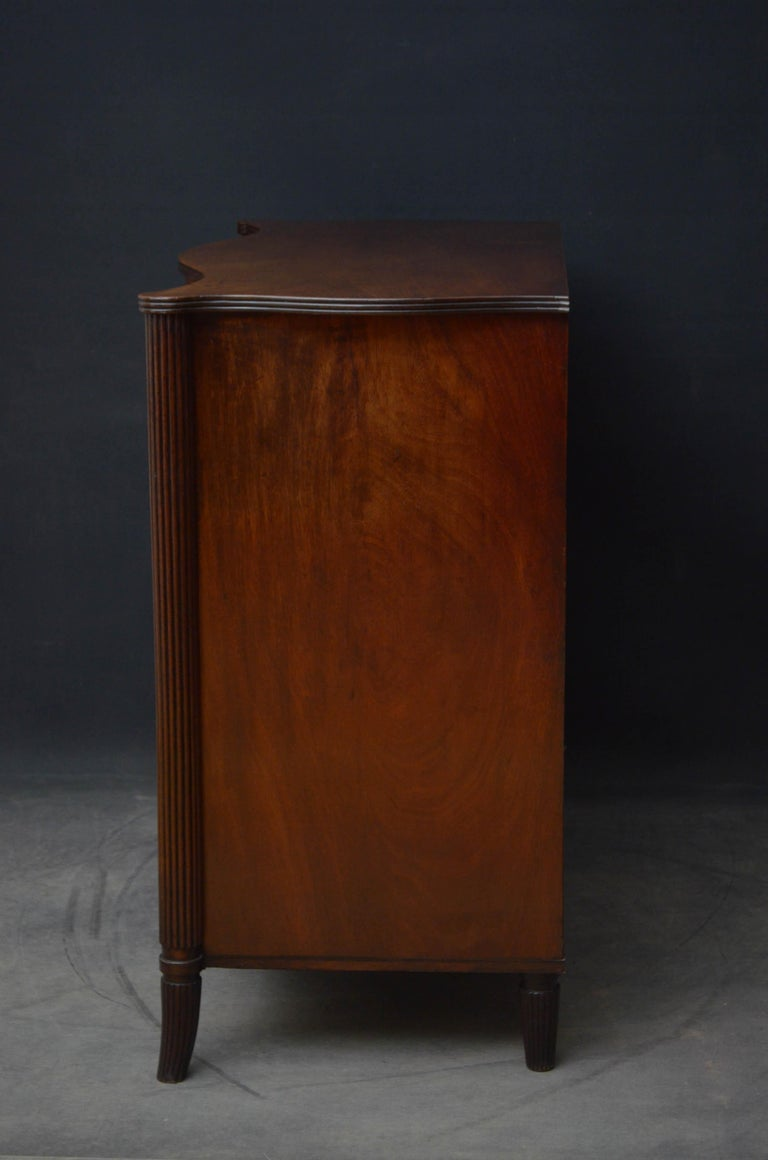 Georgian Mahogany Serpentine Chest of Drawers For Sale 6