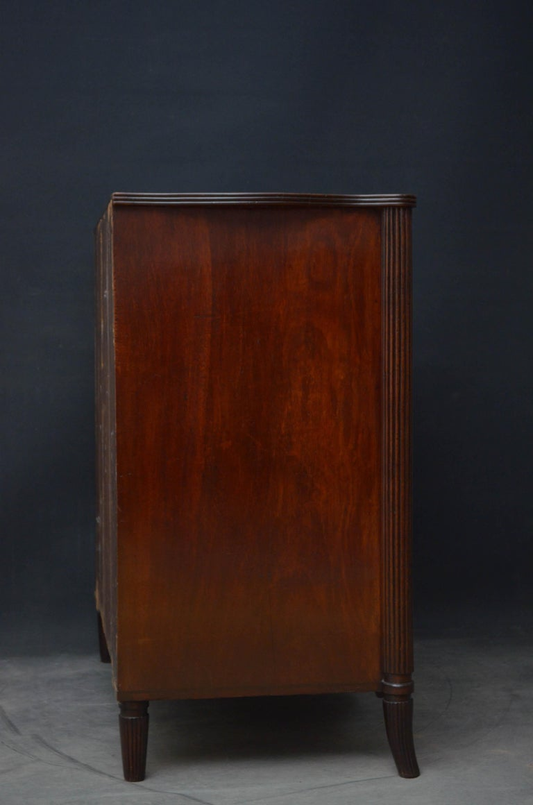 Georgian Mahogany Serpentine Chest of Drawers For Sale 7