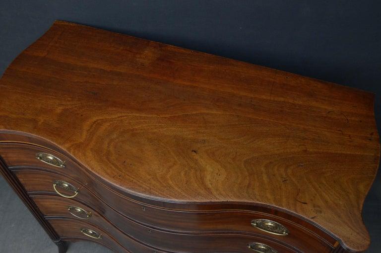 British Georgian Mahogany Serpentine Chest of Drawers For Sale