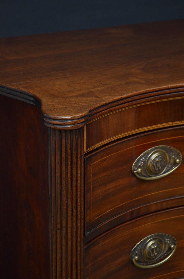 Early 19th Century Georgian Mahogany Serpentine Chest of Drawers For Sale