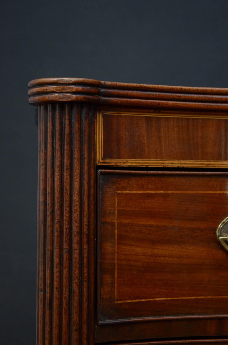 Georgian Mahogany Serpentine Chest of Drawers For Sale 1
