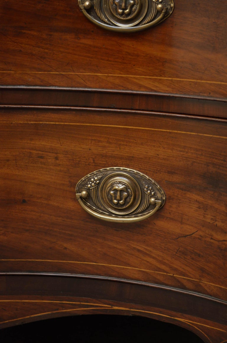 Georgian Mahogany Serpentine Chest of Drawers For Sale 3