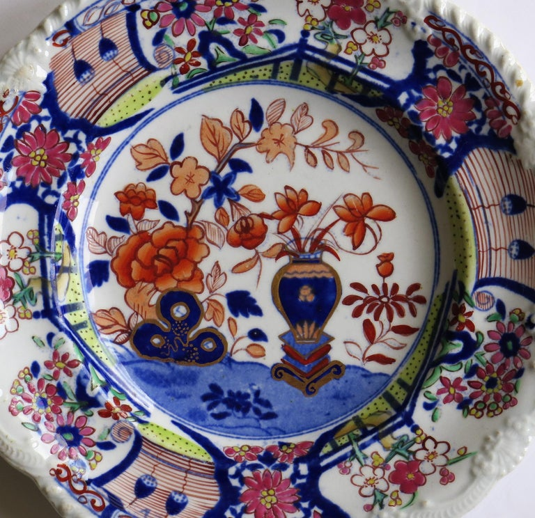 Georgian Mason's Ironstone Side Plate in Vase & Rock gilded pattern, circa 1815 In Good Condition For Sale In Lincoln, Lincolnshire