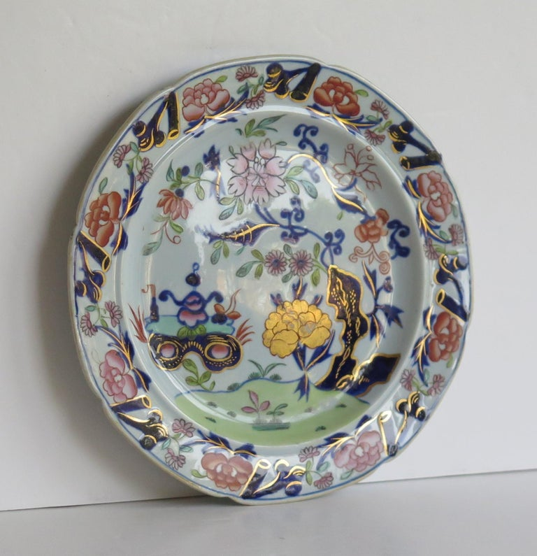 Hand-Painted Georgian Mason's Ironstone Side Plate Small Vase Flowers & Rock Ptn, circa 1815 For Sale