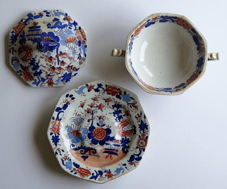 Chinoiserie Georgian Mason's Ironstone Tureen and Lid and Stand Japan Basket Pattern, C 1820 For Sale