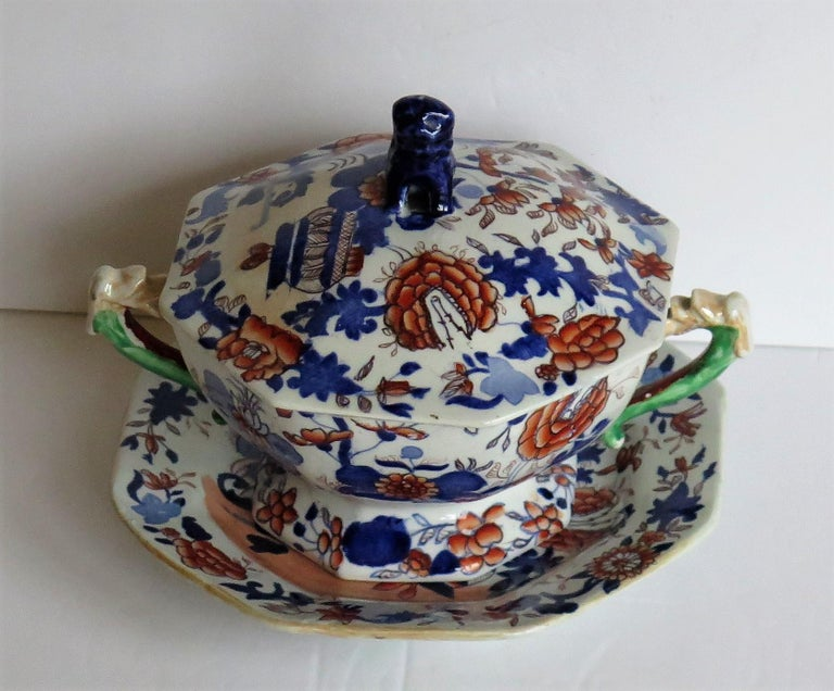 Hand-Painted Georgian Mason's Ironstone Tureen and Lid and Stand Japan Basket Pattern, C 1820 For Sale