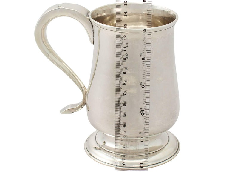 Georgian Newcastle English Sterling Silver Pint Mug For Sale 4