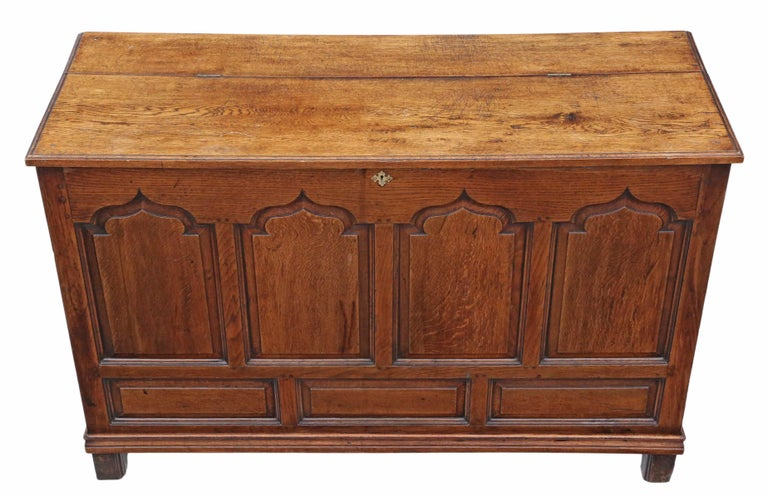 19th century Georgian oak coffer or mule chest. Solid and strong, with no loose joints. Full of age, character and charm. Lovely mid oak colour. Would look great in the right location! Overall maximum dimensions: 146 cm wide, 54 cm deep, 97 cm