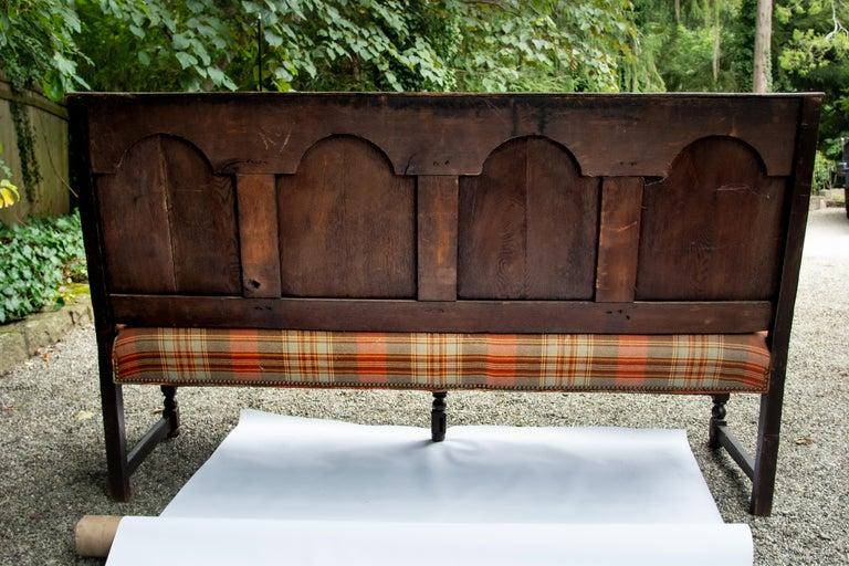 18th Century and Earlier Georgian Oak Settle Bench, circa 1780 For Sale