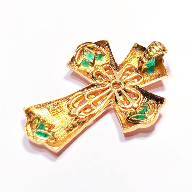 Georgios Collections 18 Karat Yellow Gold Diamond and Emerald Granulated Cross In New Condition For Sale In Astoria, NY