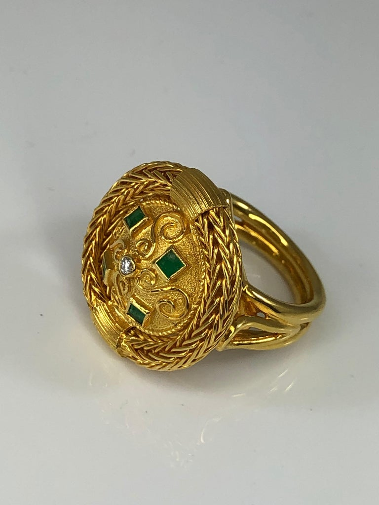 Women's Georgios Collections 18 Karat Yellow Gold Diamond and Emerald Ring with Rope For Sale