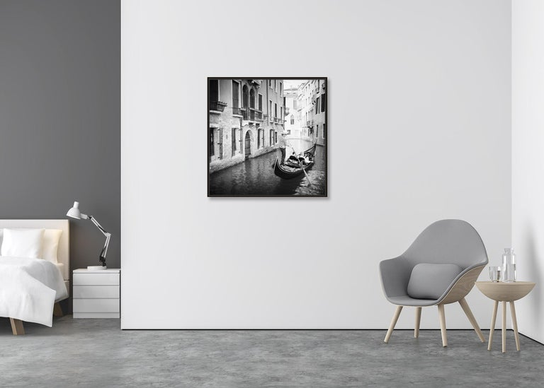 Gondoliere, Venice, Italy, fine art black and white photography, waterscapes - Contemporary Photograph by Gerald Berghammer