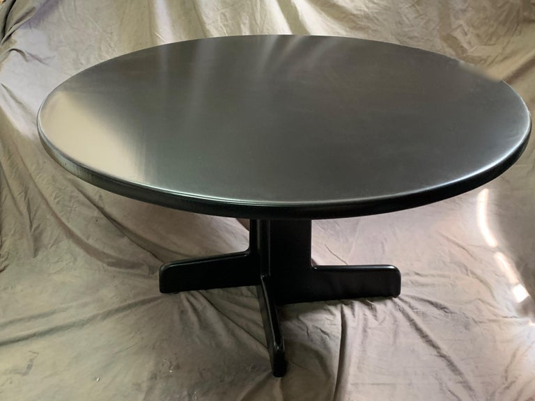 Gerald McCabe Round Dining Table In Good Condition For Sale In Los Angeles, CA