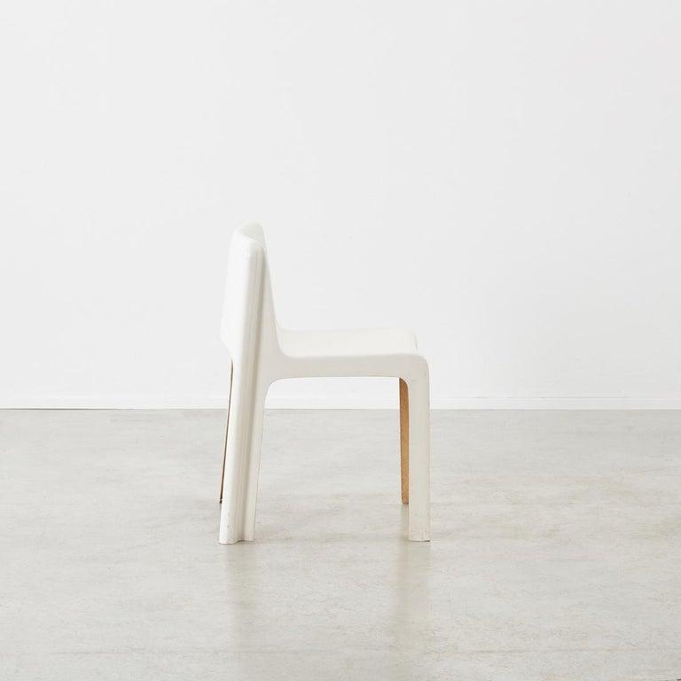 French Gerard Le Fe Fibreglass Chair for Prisunic Editions, France, circa 1970 For Sale