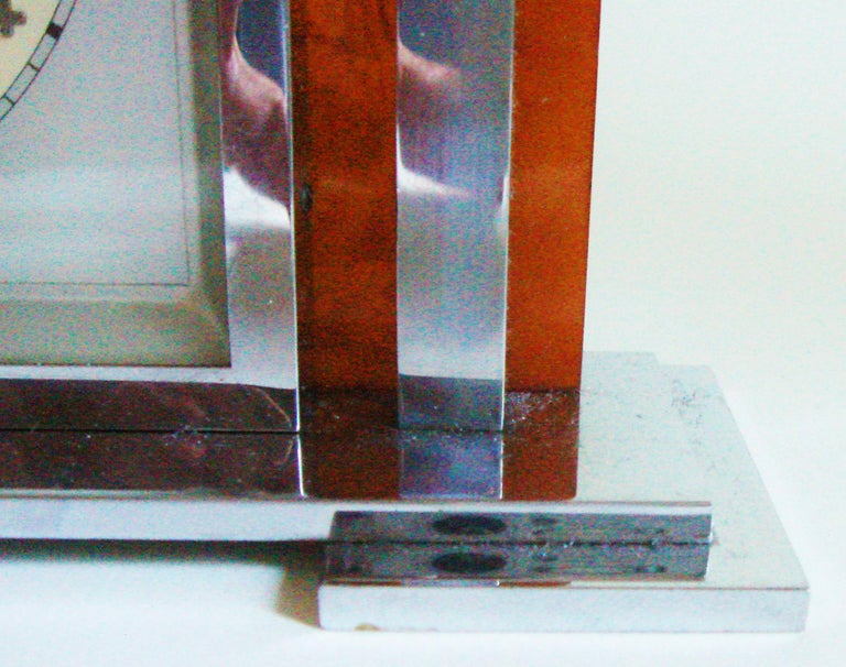 German Art Deco Chrome and Butterscotch Marbled Bakelite Electric Desk Clock In Good Condition For Sale In Port Hope, ON