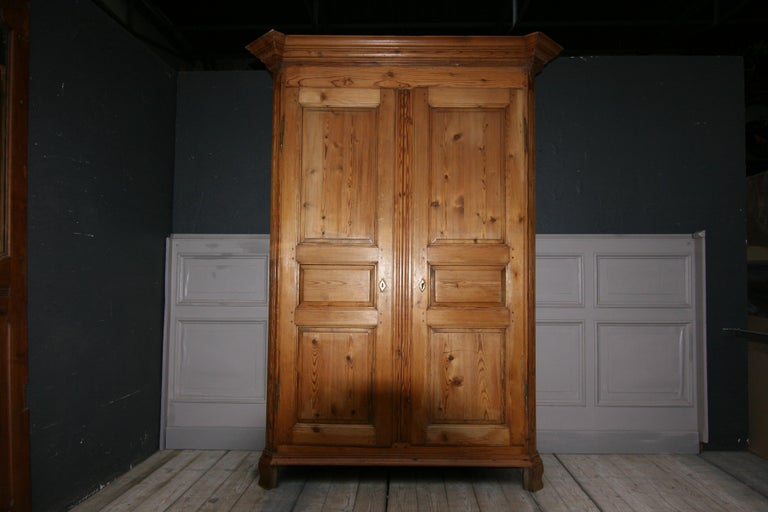 German Baroque Cabinet Made of Pine In Good Condition For Sale In Dusseldorf, DE