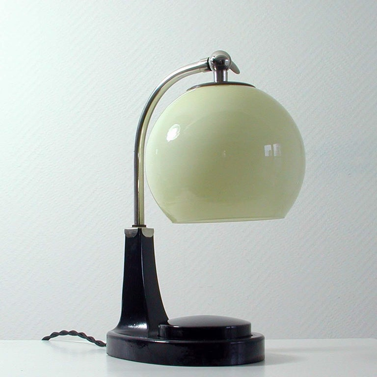 German Bauhaus Marianne Brandt Bakelite and Opal Touch Light Table Desk Lamp In Good Condition For Sale In Nümbrecht, NRW
