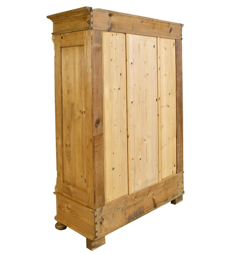 German Gründerzeit Scrubbed Pine Armoire, circa 1880 In Good Condition In Miami, FL