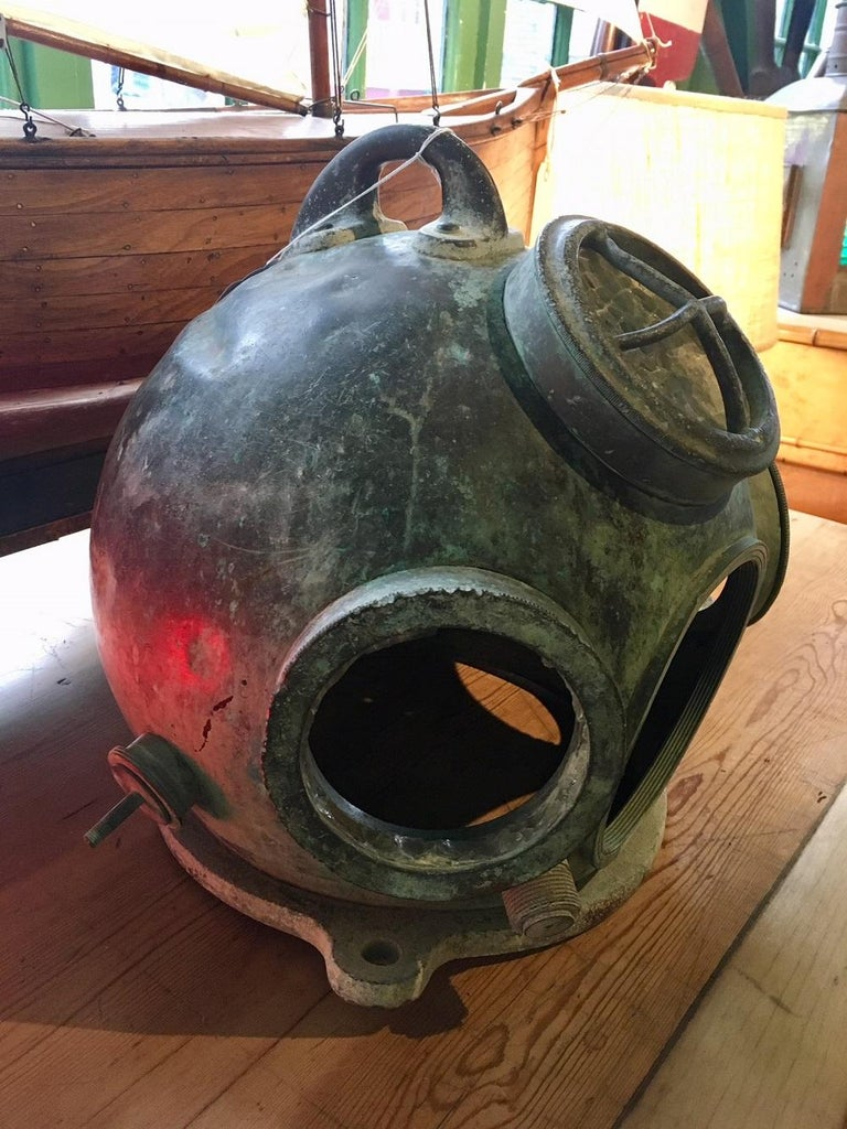 Antique German navy hagenuk deep sea diving helmet, circa 1920s. A classic copper and brass helmet made by a scarce maker in the German and French style. Hagenuk (acronym for Hanseatische Apparatebouw Gesellschaft Neufeldt und Kuhnke - the Neufeldt