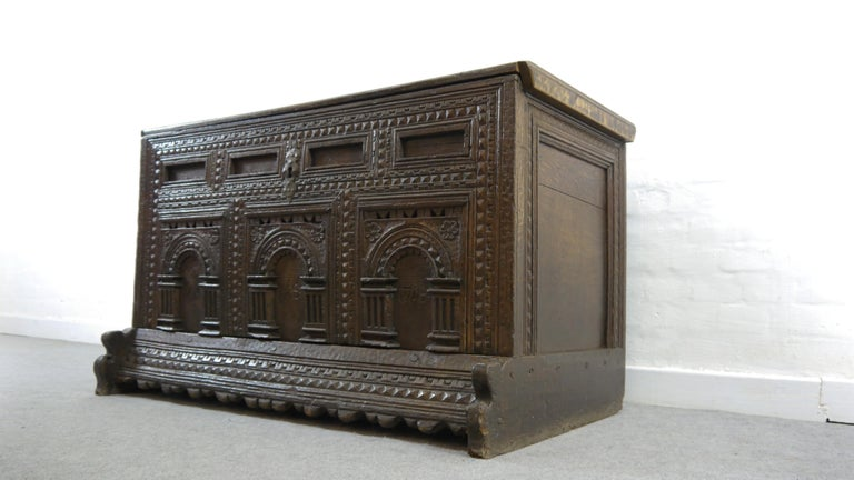 German Hope Chest or Dowry Chest, Carved Oak, Dated 1718, Baroque In Fair Condition For Sale In Halle, DE