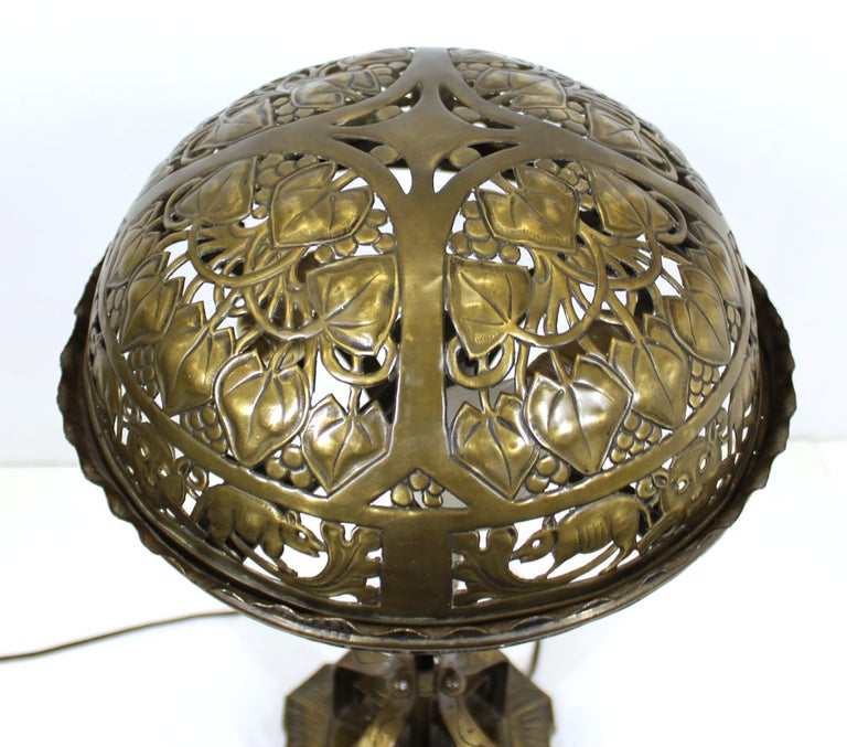German Jugendstil Repousse Brass and Bronze Table Lamp Attributed to Oscar Bach For Sale 5