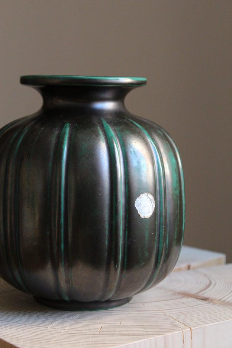 Gertrud Lönegren, Modernist Vase, Green Glazed Stoneware, St. Eriks Upsala 1930s In Good Condition For Sale In West Palm Beach, FL
