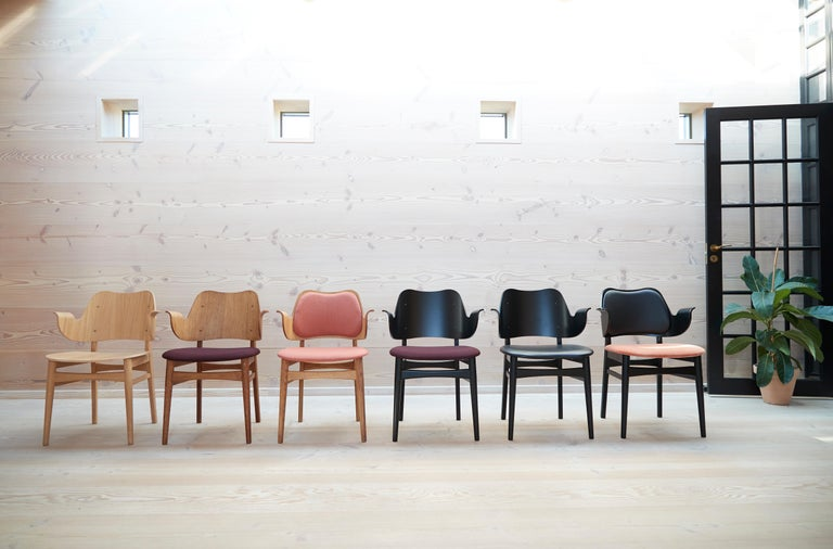Gesture Two-Tone Fully Upholstered Chair in Oak, by Hans Olsen from Warm Nordic In New Condition For Sale In Viby J, DK
