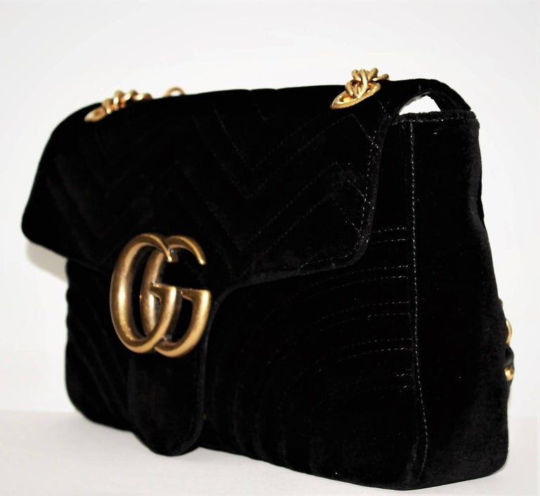 a36d04f42c6b The medium GG Marmont chain shoulder bag has a softly structured shape and  an oversized flap